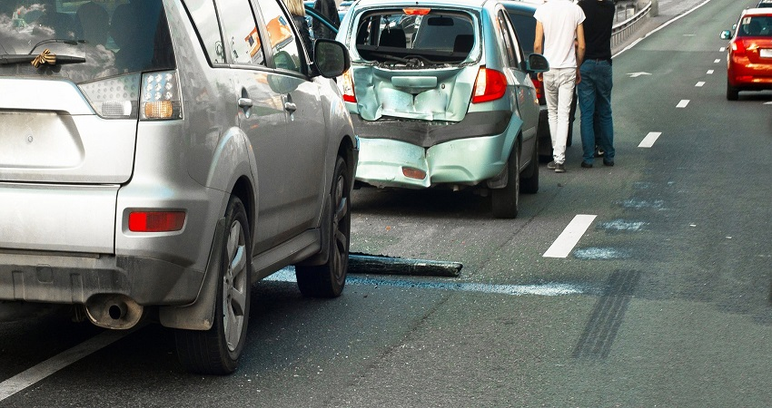 Three Signs You Need To Hire A Lawyer After Your Car Crash