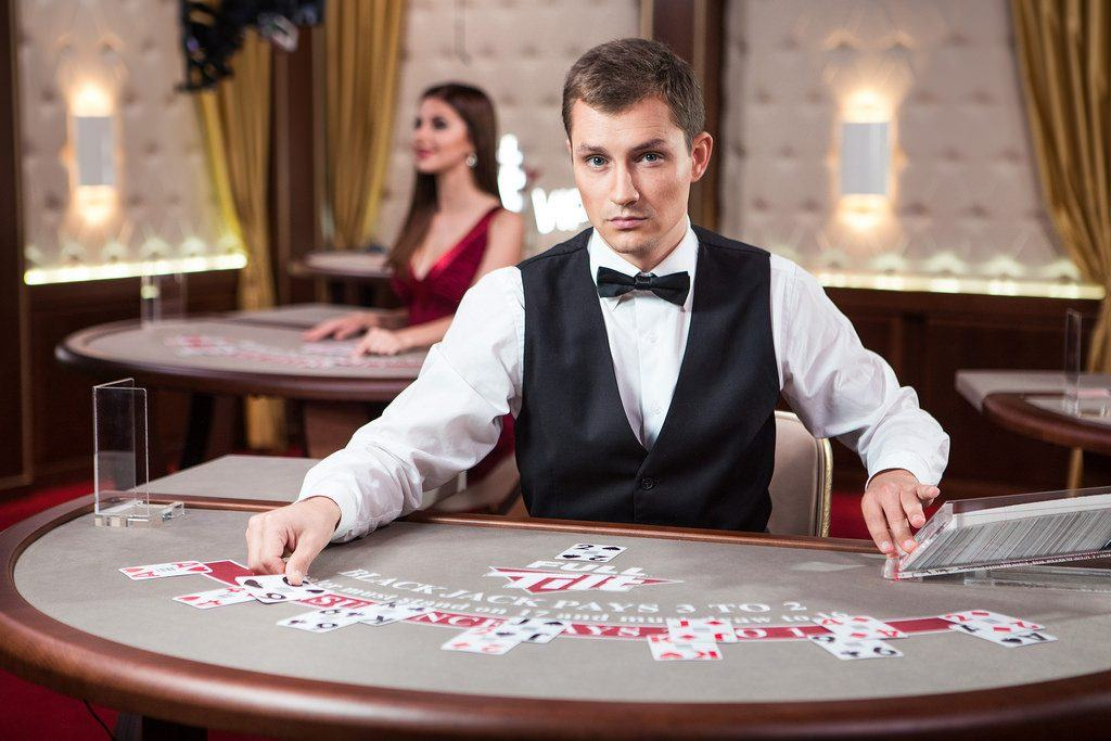When to Tip The Casino Dealer