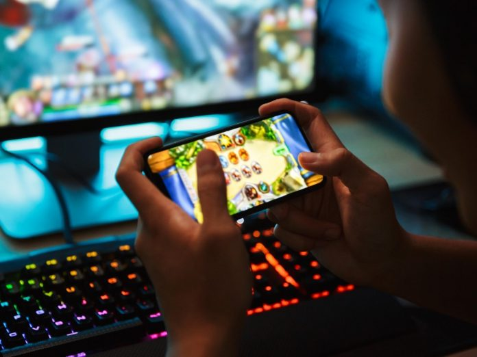 Computer or Mobile Device — Which One Is Better for Free Online Games