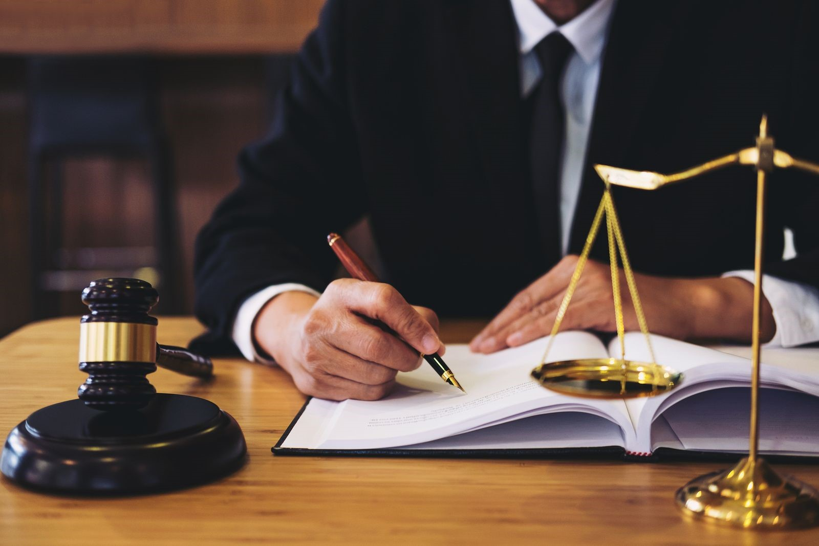 Hire a Bankruptcy Lawyer