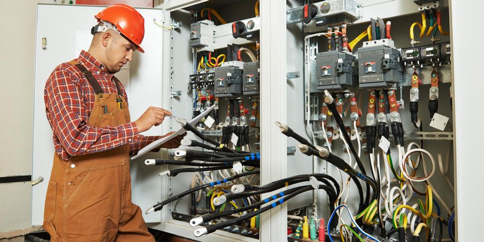 Hiring an Electrical Contractor for Your New Generator